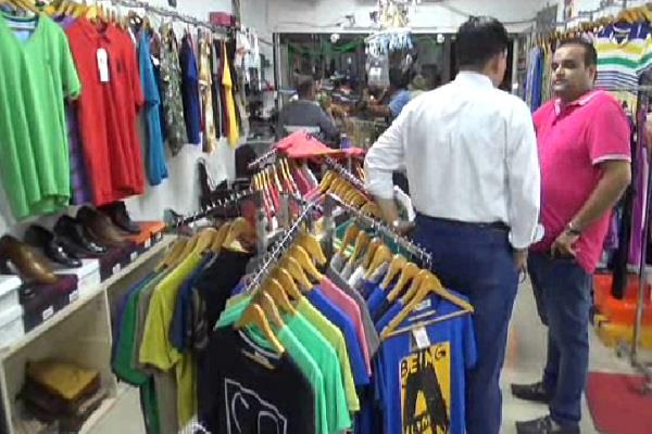 armed robbers looted into the readymade showroom