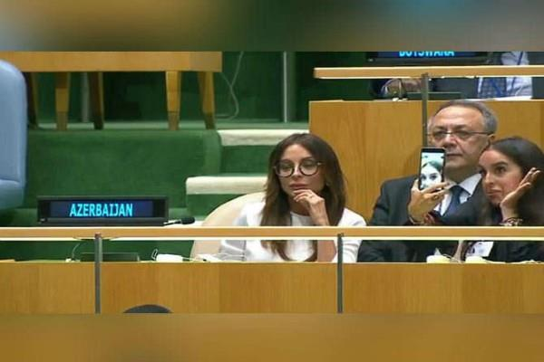 presidents daughter posing for selfie in un assembly