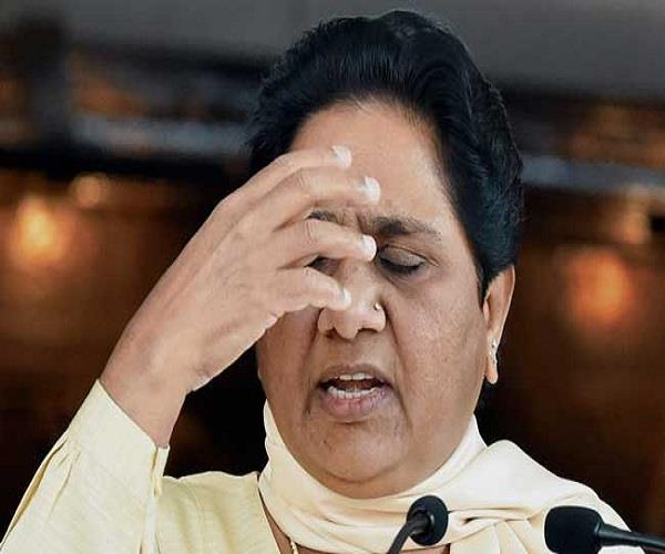 a big setback for the bsp  5 leaders put on the left party  mayawati