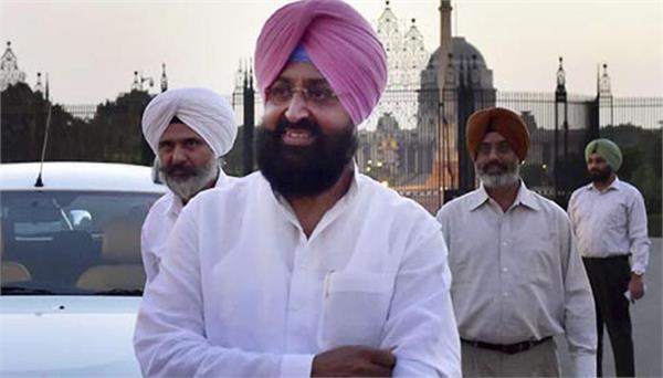 punjab congress again seen factionalism  pratap singh bajwa missing in rally