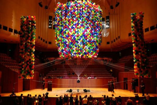 artist flying with 20 thousand balloons nine hours in the air