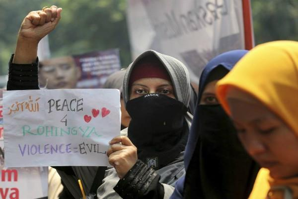 indonesian muslim women protest against atrocities on rohingya community