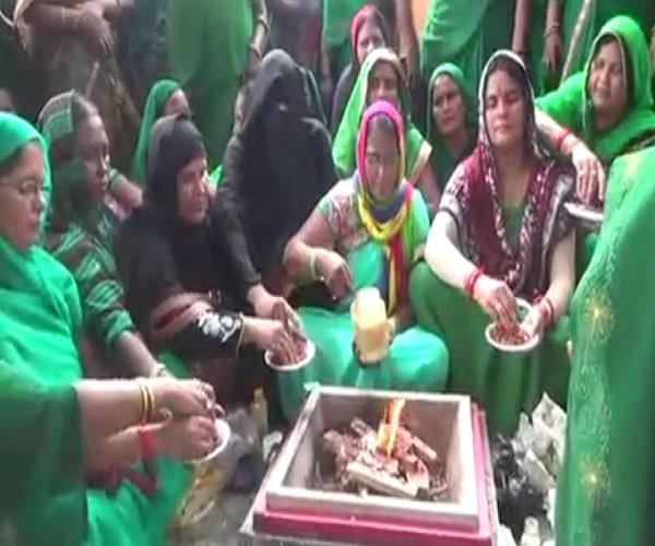 know what  the muslim women did the havan worship to please the yogi