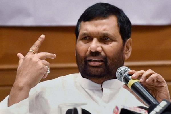 jp will see complaints of flat buyers  committee  paswan
