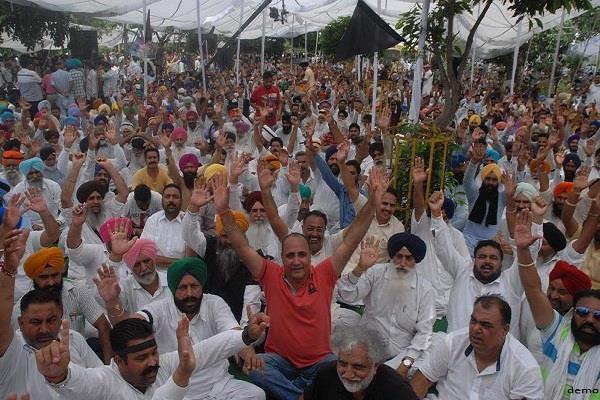 truck operators unions protest against raising 50 percent road tax