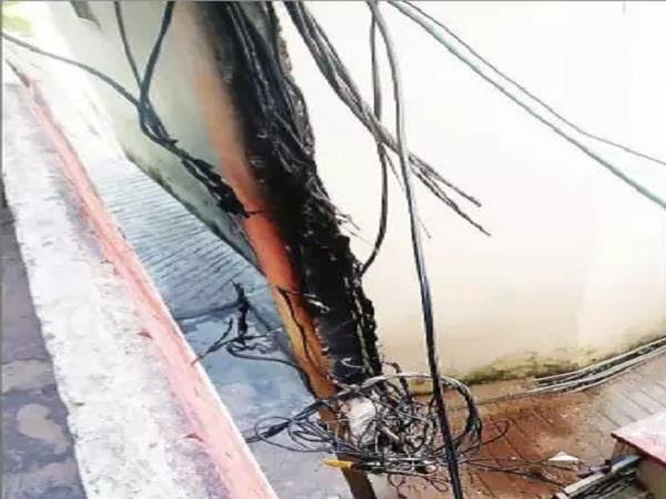 explosion in lightning pillars in kundan s garden