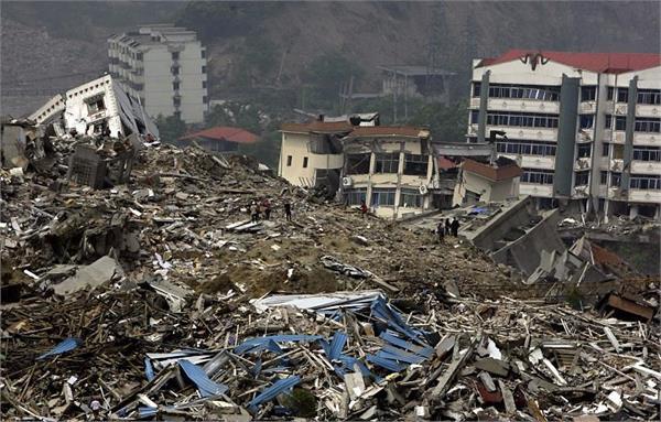earthquake shocks indonesia buildings collapse 3 killed
