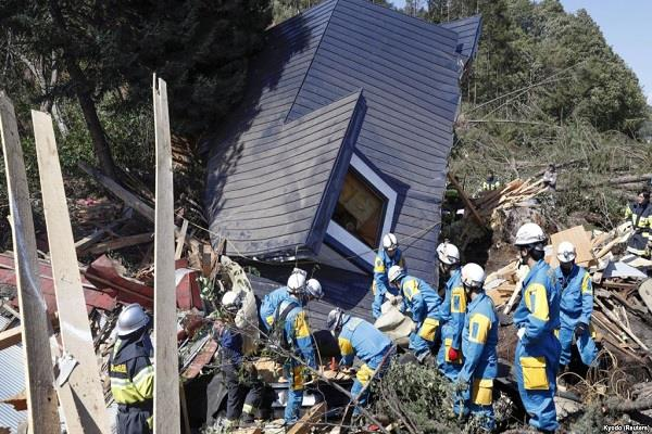 earthquake shocked northern japan people spread panic