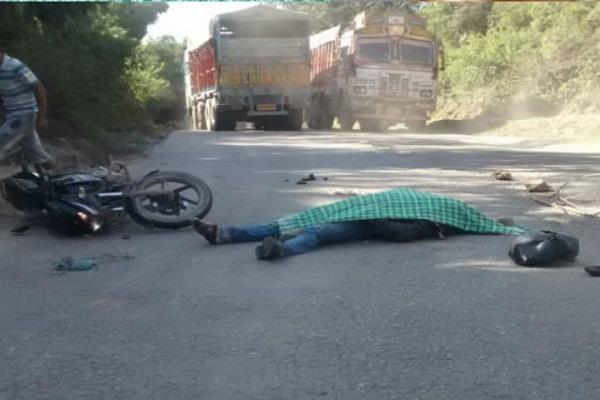 one dead in road accident at bilaspur
