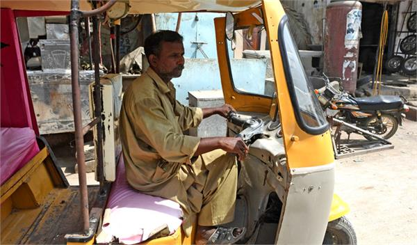 pakistan poor rickshaw driver s fear after finding millions rs in bank account