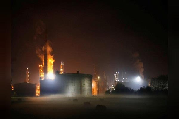 explosives in russian oil refinery in bosnia 8 injured in injured