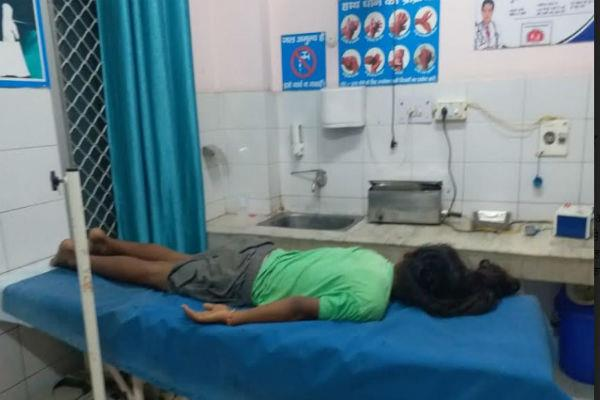 14 year old boy injured by falling from roof