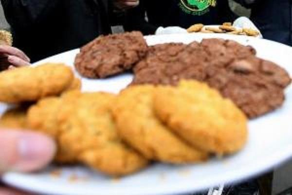teen girls accused of baking cookies with grandpa s ashes