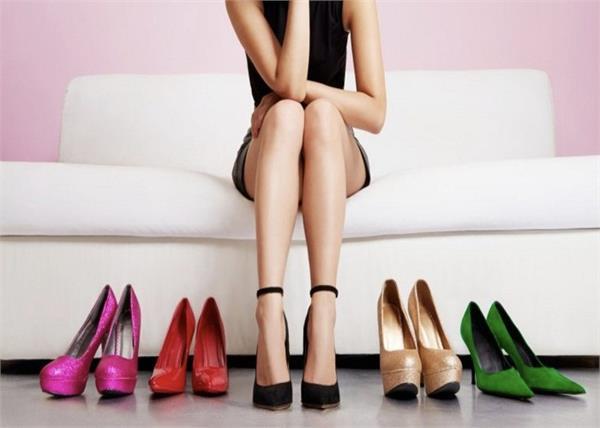 Fashion Tips! ड्रेस के हिसाब से चूज करें सही फुटवियर