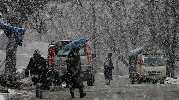 kashmir s upper reaches receive fresh snowfall