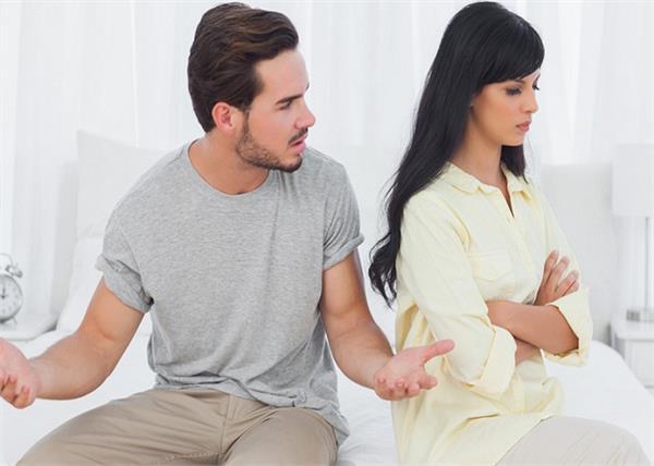 कहीं पैसा ही तो नहीं आपके टूटते रिश्ते की वजह, जान लें ये 5 बातें