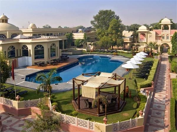 दिल्ली के खूबसूरत रिजॉर्ट्स में पार्टनर के साथ बिताएं हसीन पल