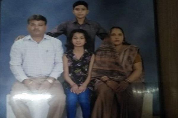 Image result for दिल्ली में ट्रिपल मर्डर, दिन दिहाड़े पति-पत्नी व बेटी की चाकू से गोदकर हत्या