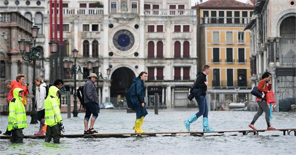 five people die in the record level flood in venice