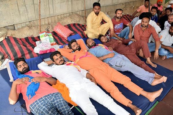 staff  hunger strikes  demands met punjab news