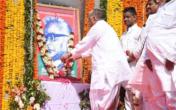 shivpal mulayam appearing together in lohia s death anniversary program