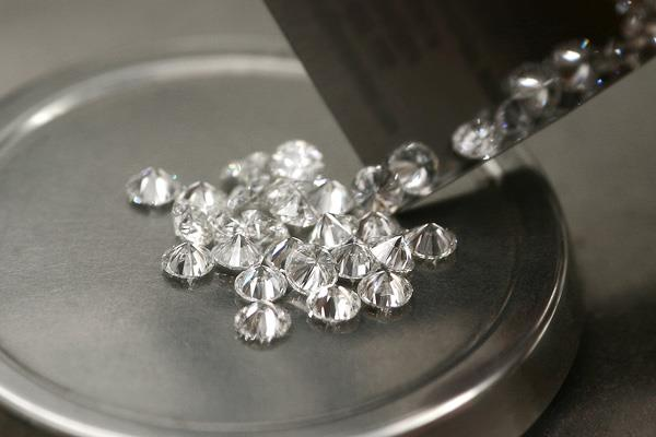 one lakh people in the diamond industry are in danger