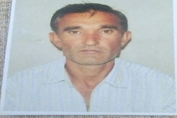farmer hangs sees death due to poor crop