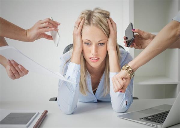 वर्कप्लेस पर महिलाओं को क्यों होता है पुरुषों से ज्यादा Stress?