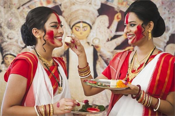 कोलकाता ही नहीं, इन 4 शहरों में भी खास तरीके से जाती है दुर्गा पूजा