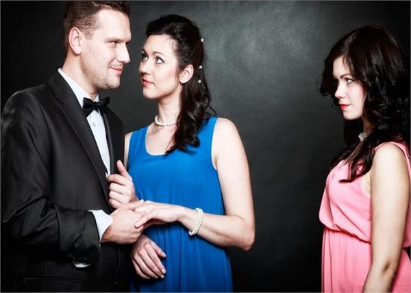 पुरूष क्यों बीवी से करते हैं तकरार और गर्लफ्रेंड को प्यार!- Nari