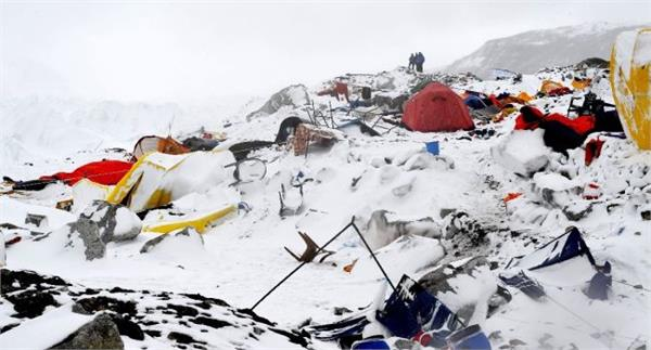 avalanche hits nepal peak 9 killed