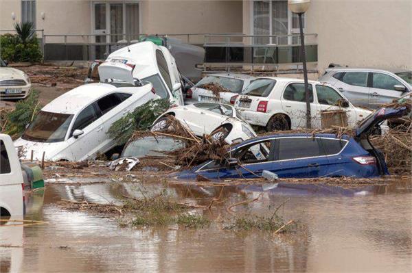 9 killed in flooding on spain s mallorca island