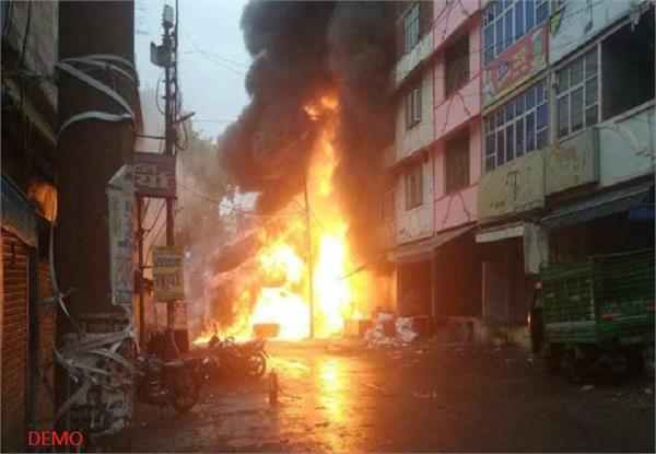 3 shops from fire with shot circuit in gonda