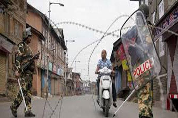 curfew like situation in kashmir jamia mosque locked