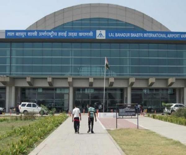 emergency landing of international plane in varanasi one passenger died