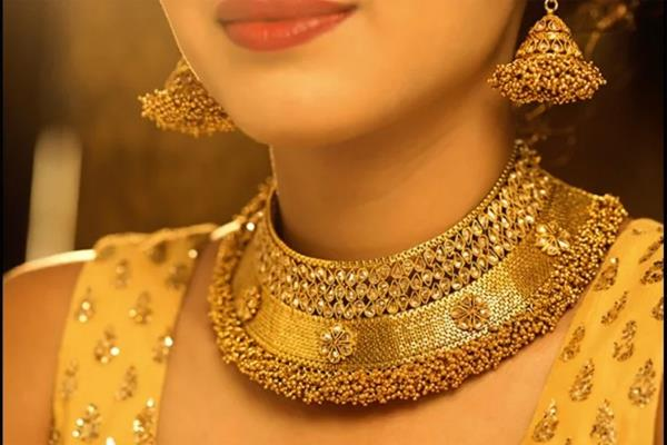 gold prices fall on weak global cues low demand