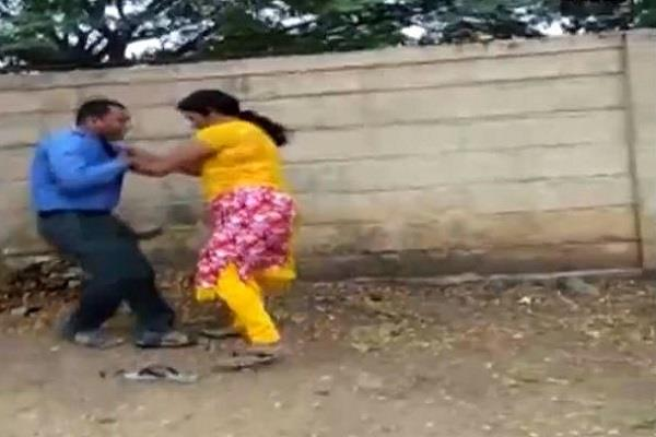 woman in karnataka hit bank manager