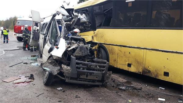 13 people killed in russia bus crash