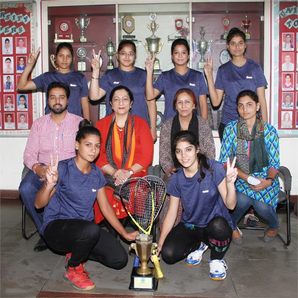 squash racquet team of kmv college won the university championship