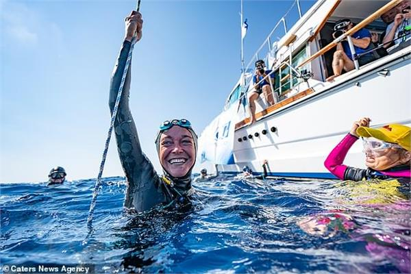 free diver breaks a world record and swims 351 ft