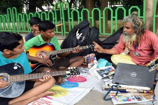this civil engineer teaches guitar at 1 rupee