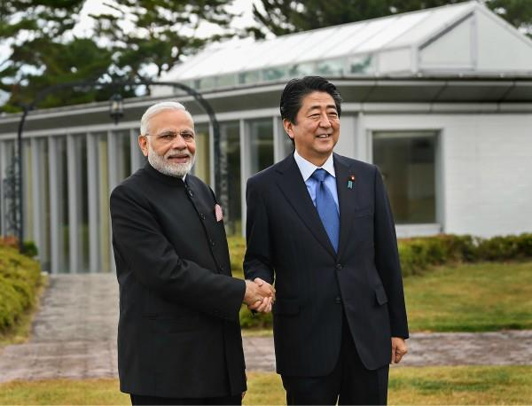 pm modi gave these special gifts to shinzo abe