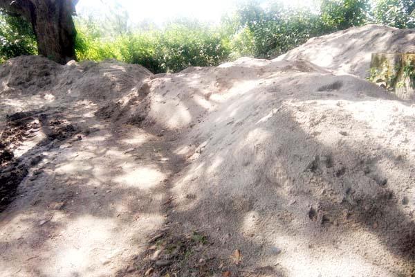 mining mafia inattentive in maan khadd