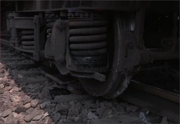 tiger express derailed in gorakhpur