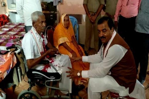 deputy chief minister keshav maurya father dies