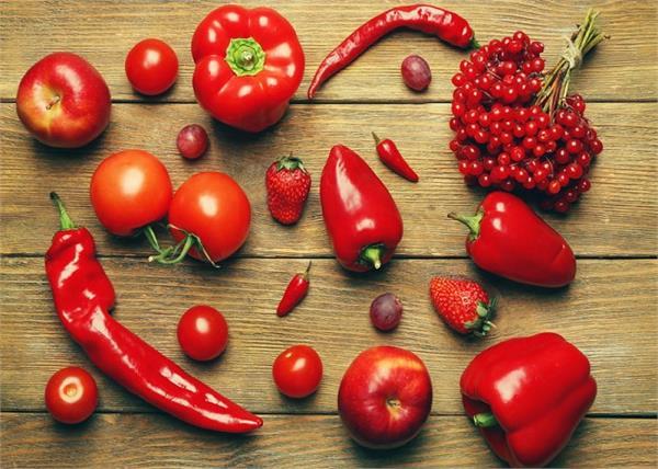 हरे ही नहीं, पोषण से भरपूर लाल फल भी करें डाइट में शामिल- Nari