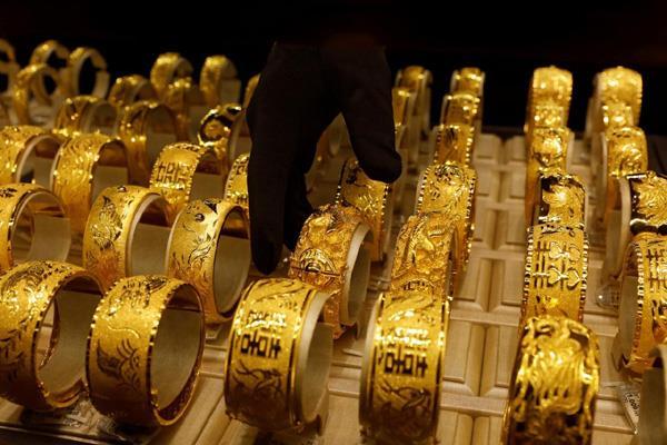 gold rallies as festive demand picks up
