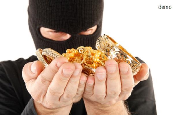 housekeeper stolen cash and gold jewelery
