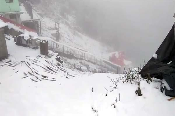 snowfall in chuddhar peak on navratre