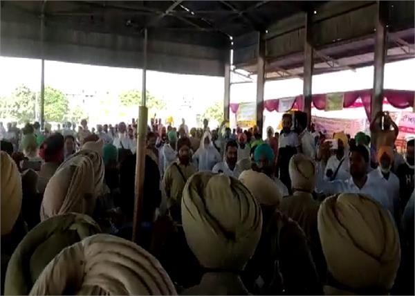 police scramble for farmers going to meet gurpreet kangar